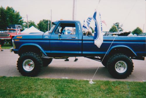 Customer-Blue-Truck-with-Flag